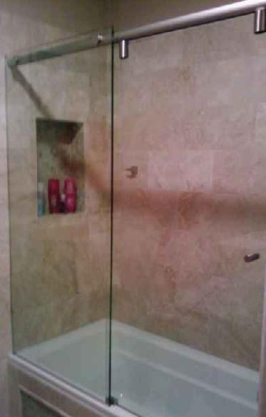 Simple Slideing Glass Shower Splash Guard And Shower Door