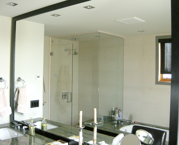 bathroom shower and mirror 11263